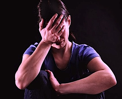 Surviving trauma and coping: suppression of emotions and traumatic events