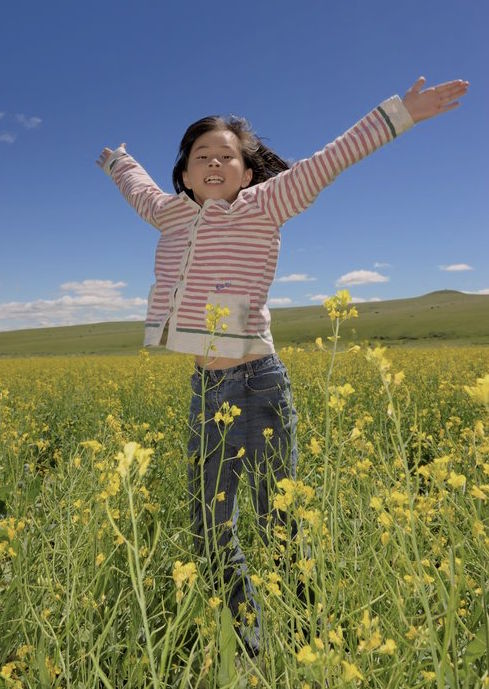 child being open with open arms : ready to forgive with NDT