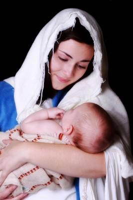 Maria with baby Jesus in swaddling clothes